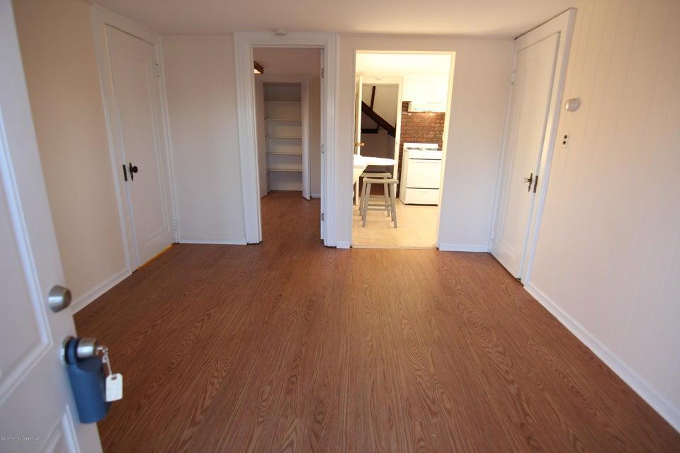 Casa Multifamiliar por un Alquiler en 53 Hillsdale Avenue Long Branch, Nueva Jersey 07740 Estados Unidos