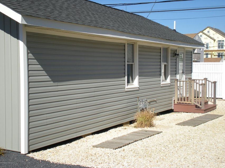 Additional photo for property listing at 18 Colony Road  Ortley Beach, New Jersey 08751 États-Unis