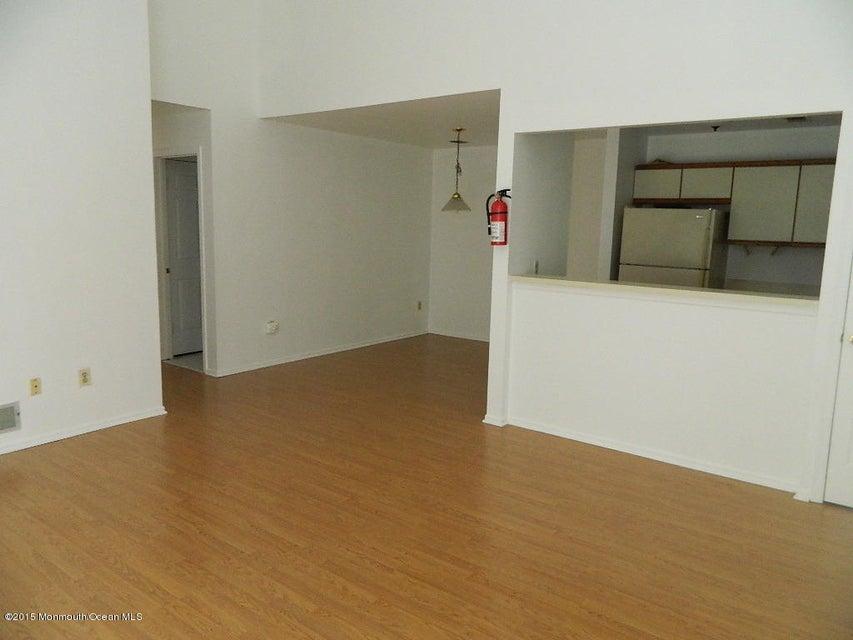 Condominio por un Alquiler en 30 Crop Court Tinton Falls, Nueva Jersey 07753 Estados Unidos