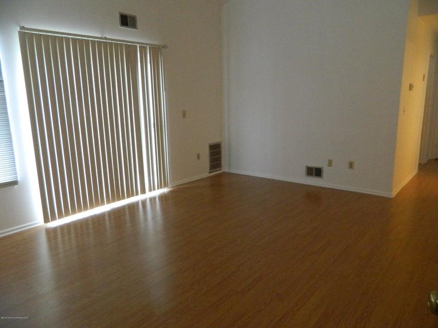 Additional photo for property listing at 30 Crop Court  Tinton Falls, Nueva Jersey 07753 Estados Unidos
