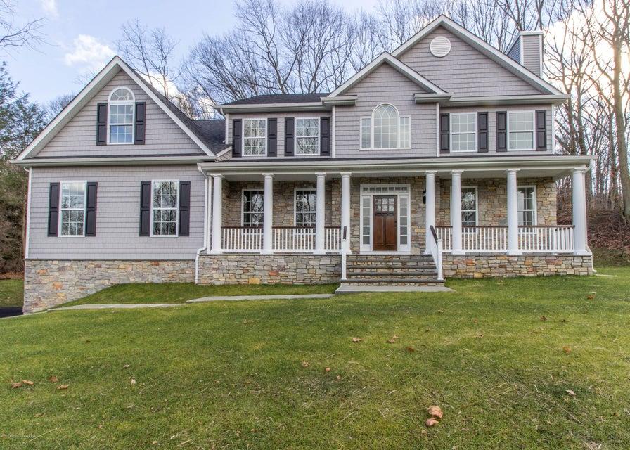 Maison unifamiliale pour l Vente à 2 Wigwam Lane Holmdel, New Jersey 07733 États-Unis