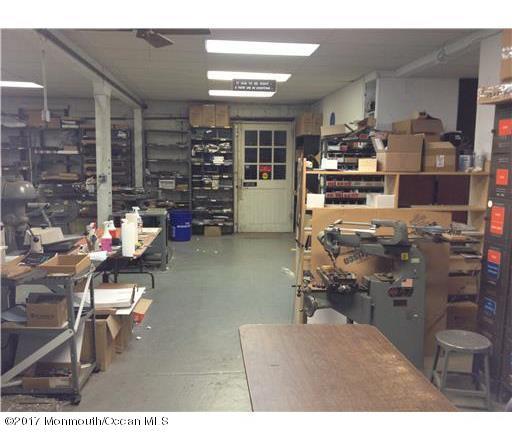 Commercial pour l Vente à 128 Main Street Milltown, New Jersey 08850 États-Unis