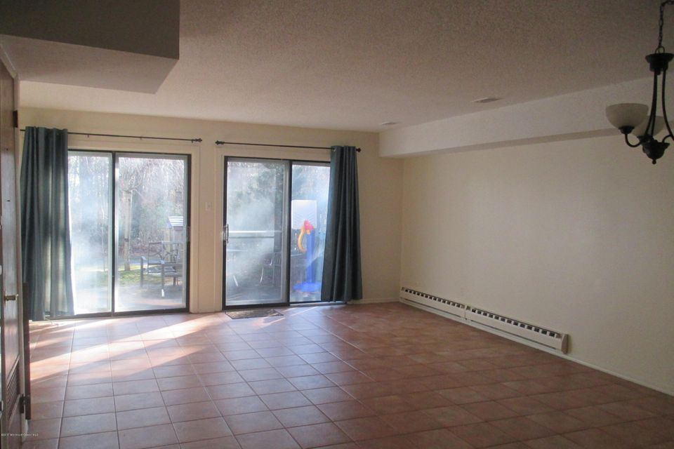 Additional photo for property listing at 18 Foxwood Court  Brick, New Jersey 08724 États-Unis