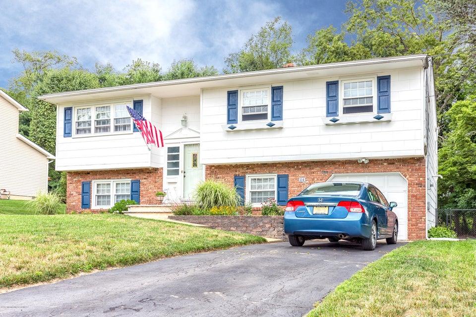 Maison unifamiliale pour l Vente à 24 Monticello Drive Howell, New Jersey 07731 États-Unis