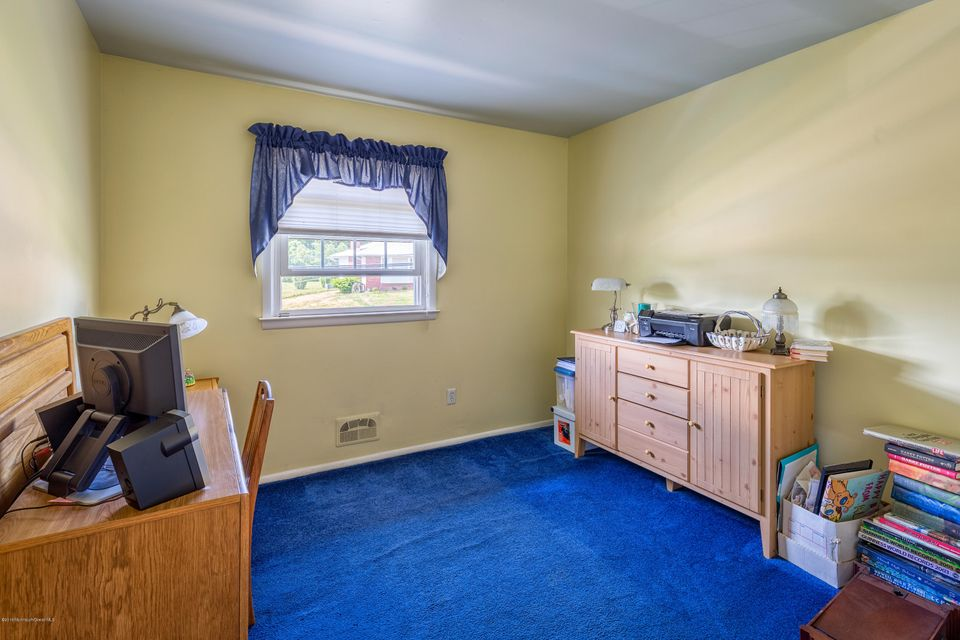 Additional photo for property listing at 24 Monticello Drive  Howell, Nueva Jersey 07731 Estados Unidos