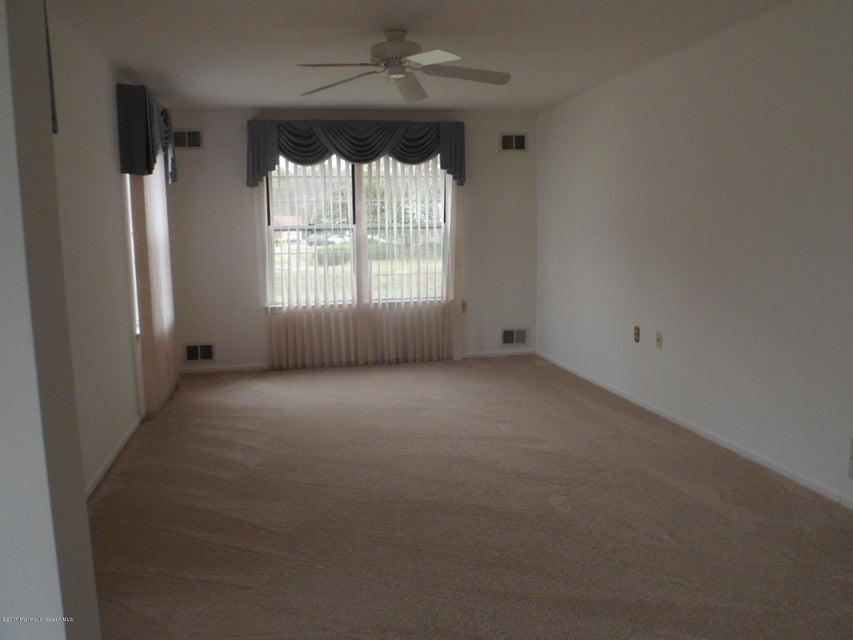 Additional photo for property listing at 10 Matterhorn Way  Brick, Nueva Jersey 08724 Estados Unidos