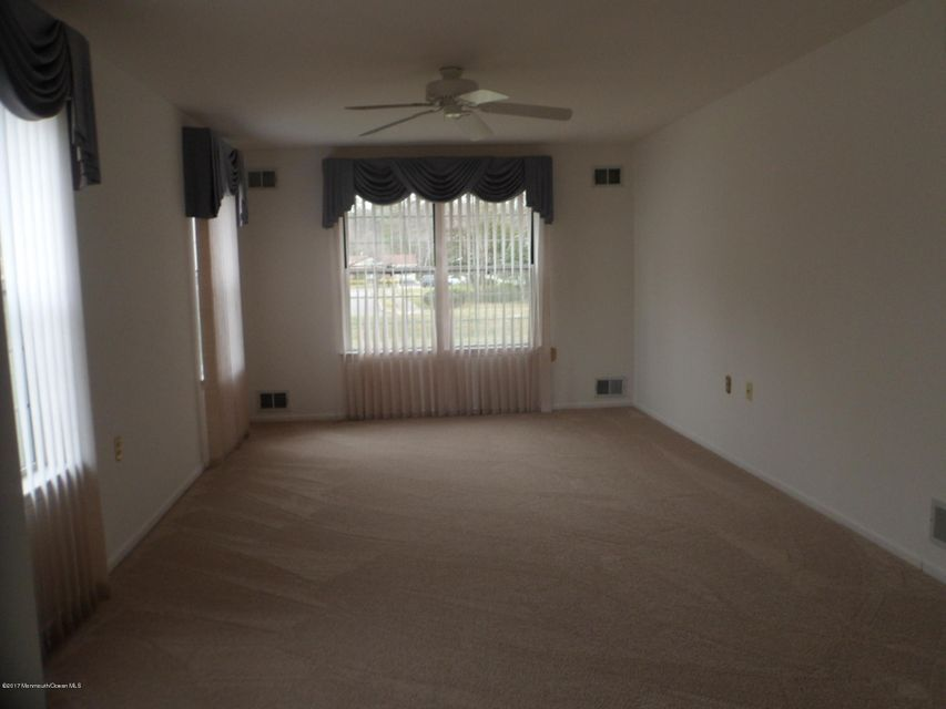 Additional photo for property listing at 10 Matterhorn Way  布里克, 新泽西州 08724 美国