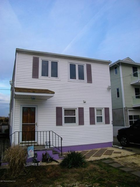 Single Family Home for Sale at 44 Bayside Parkway Keansburg, New Jersey 07734 United States