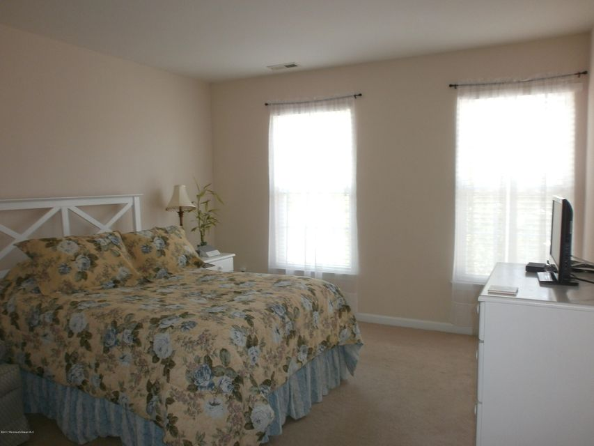 Additional photo for property listing at 8 Skimmer Lane  Bayville, New Jersey 08721 États-Unis