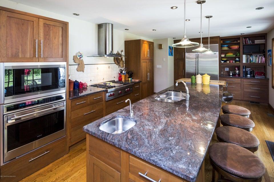 Additional photo for property listing at 27 Buena Vista Avenue  拉姆森, 新泽西州 07760 美国