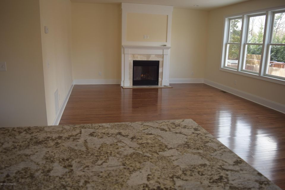 Additional photo for property listing at 27 Duchess Avenue  Middletown, New Jersey 07748 États-Unis