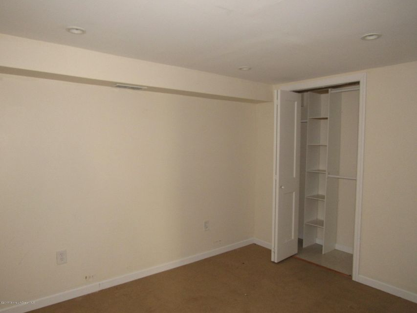 Additional photo for property listing at 214 Hemlock Drive  Neptune, New Jersey 07753 États-Unis