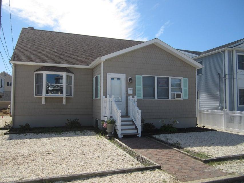 Casa Multifamiliar por un Venta en 114 New Brunswick Avenue Lavallette, Nueva Jersey 08735 Estados Unidos
