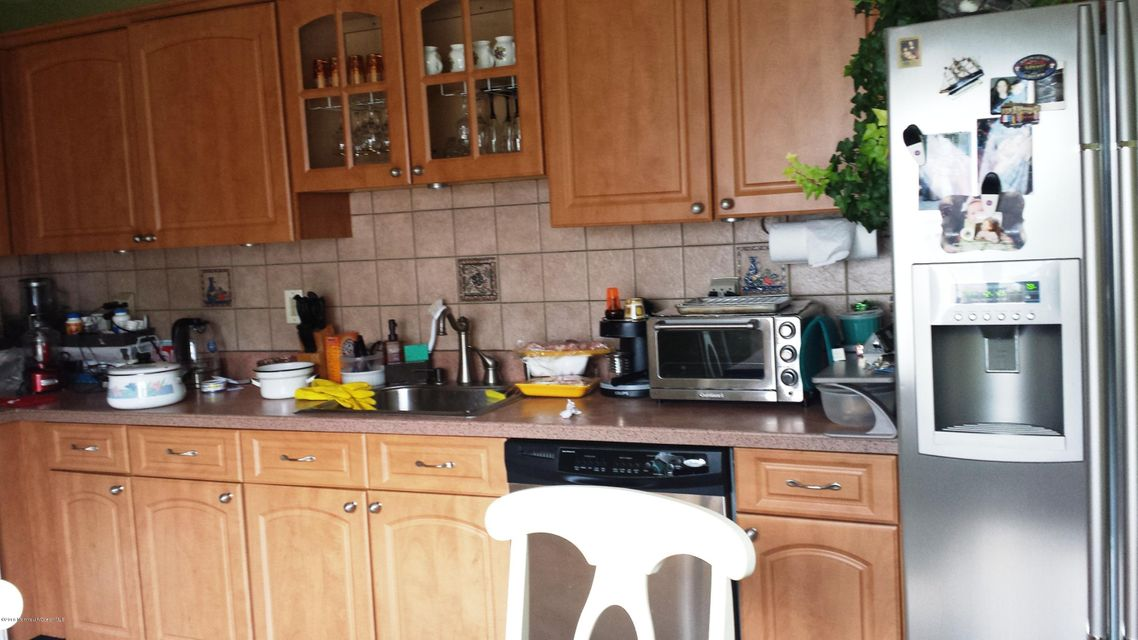 Additional photo for property listing at 28 Kinglet Avenue  万宝路, 新泽西州 07746 美国