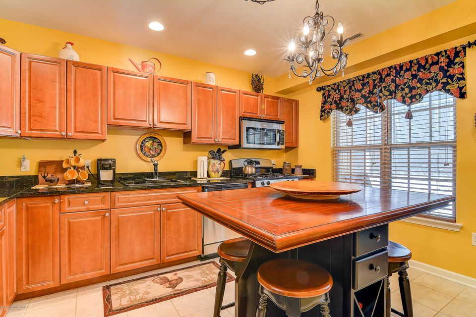 Additional photo for property listing at 1005 Morning Glory Drive  Monroe, New Jersey 08831 États-Unis