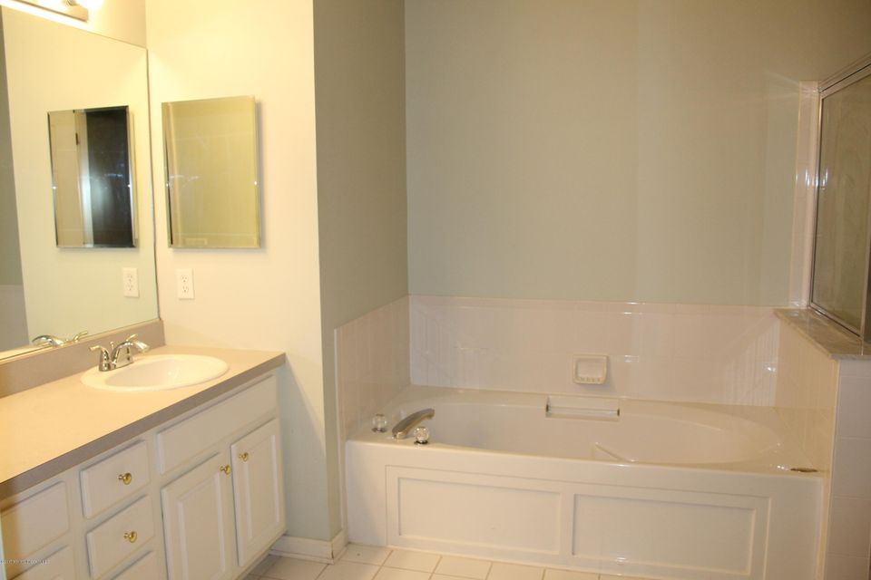 Additional photo for property listing at 335 Saint Andrews Place  Manalapan, Nueva Jersey 07726 Estados Unidos