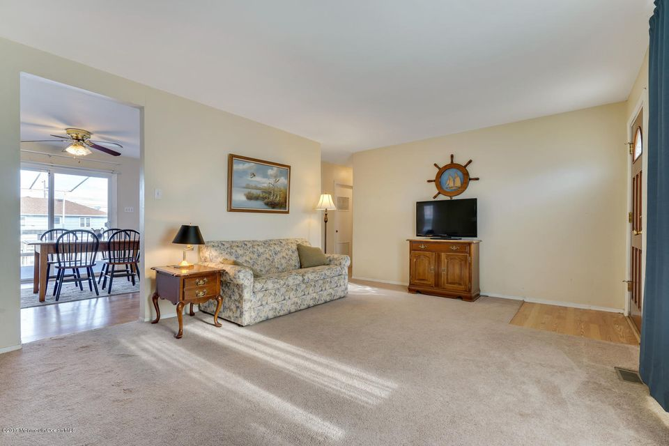 Additional photo for property listing at 203 Redwood Drive  Bayville, New Jersey 08721 États-Unis