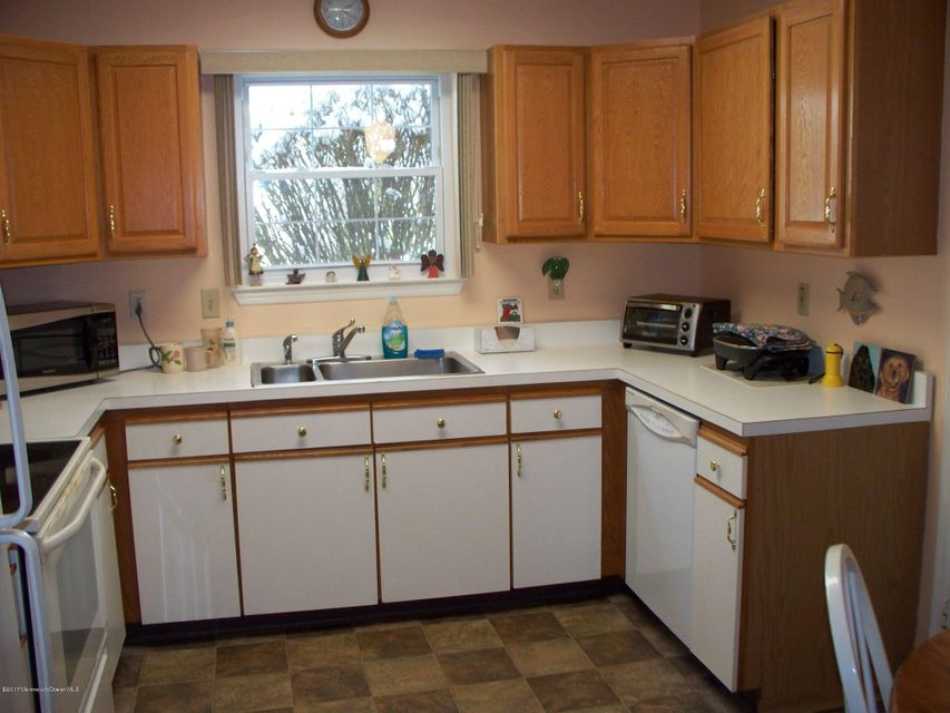 Additional photo for property listing at 325 Gardenia Drive  Whiting, New Jersey 08759 États-Unis