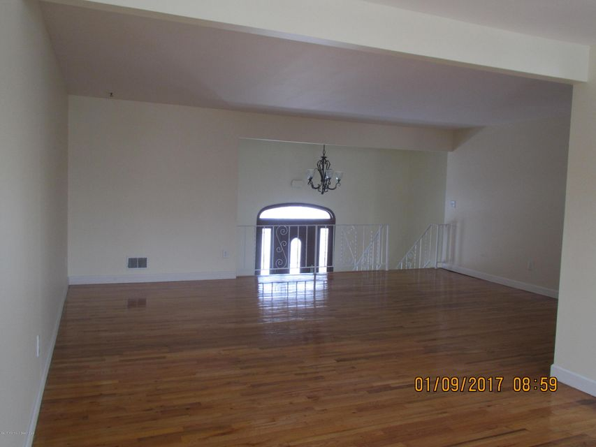 Additional photo for property listing at 300 Lynwood Place  Toms River, New Jersey 08753 États-Unis