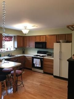 Additional photo for property listing at 17 Devon Court  斯普林莱克海茨, 新泽西州 07762 美国