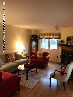 共管式独立产权公寓 为 出租 在 17 Devon Court 斯普林莱克海茨, 07762 美国