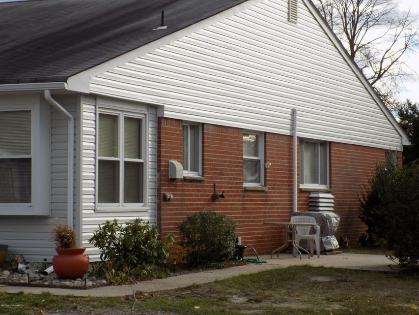 Additional photo for property listing at 4b Yorktowne Parkway  Whiting, New Jersey 08759 États-Unis