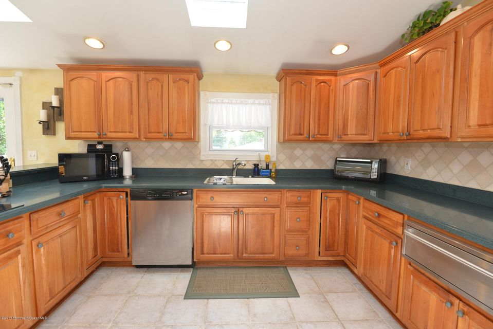 Additional photo for property listing at 126 Overlook Drive  Neptune, New Jersey 07753 États-Unis
