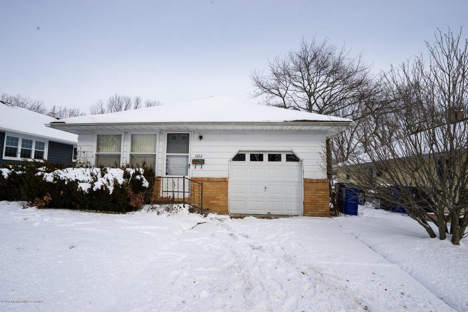 独户住宅 为 销售 在 1732 Mount Idenburg Lane 汤姆斯河, 新泽西州 08753 美国