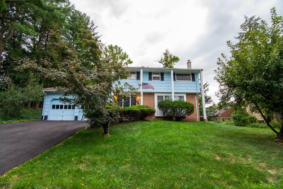 Casa Unifamiliar por un Venta en 559 Wakefield Drive Metuchen, Nueva Jersey 08840 Estados Unidos