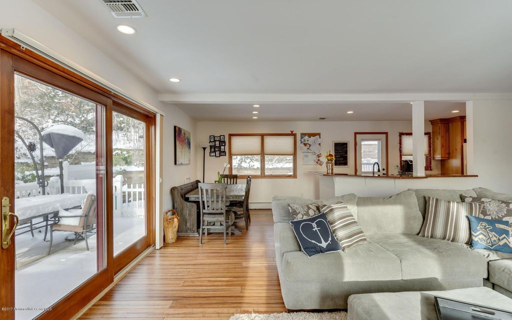 Additional photo for property listing at 236 Hillside Drive  Neptune, New Jersey 07753 États-Unis