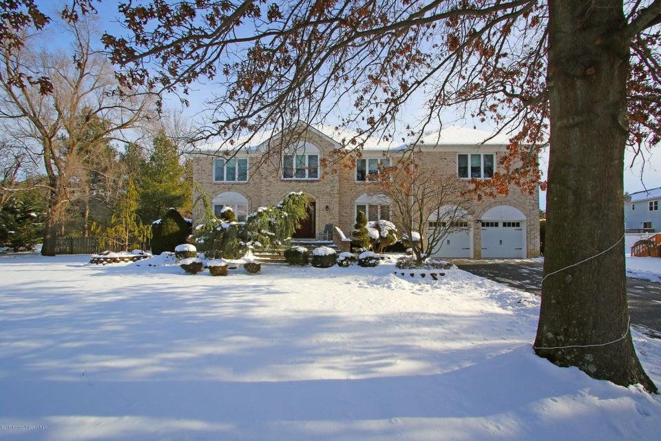 Maison unifamiliale pour l Vente à 4 Sycamore Court Marlboro, New Jersey 07746 États-Unis