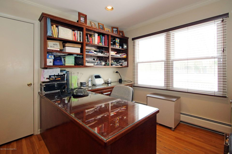 Additional photo for property listing at 4 Sycamore Court  Marlboro, New Jersey 07746 États-Unis