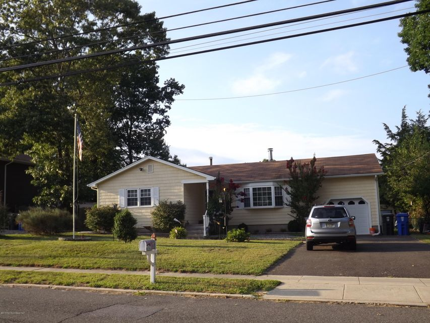 Single Family Home for Sale at 950 Raleigh Drive Toms River, New Jersey 08753 United States