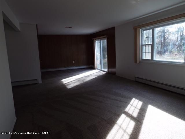 Additional photo for property listing at 8 Wakan Court  Toms River, New Jersey 08757 États-Unis