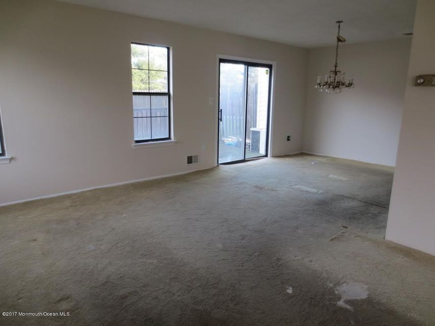 Additional photo for property listing at 37 Mariners  Freehold, New Jersey 07728 États-Unis
