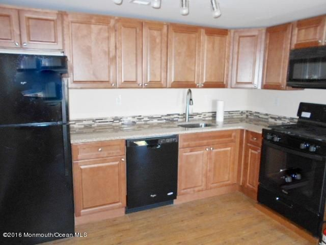 Casa Unifamiliar por un Alquiler en 710-B Monmouth Parkway North Middletown, Nueva Jersey 07748 Estados Unidos