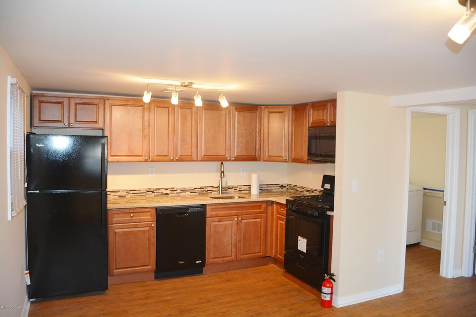 Additional photo for property listing at 710-B Monmouth Parkway  North Middletown, New Jersey 07748 États-Unis