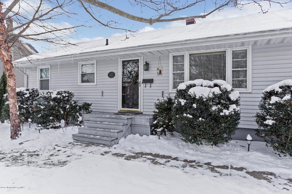 Maison unifamiliale pour l Vente à 707 Chapel Hill Road Leonardo, New Jersey 07737 États-Unis