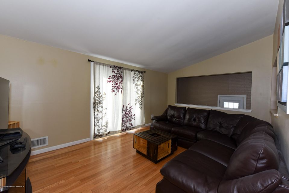 Additional photo for property listing at 27 Lafayette Drive  Hazlet, New Jersey 07730 États-Unis