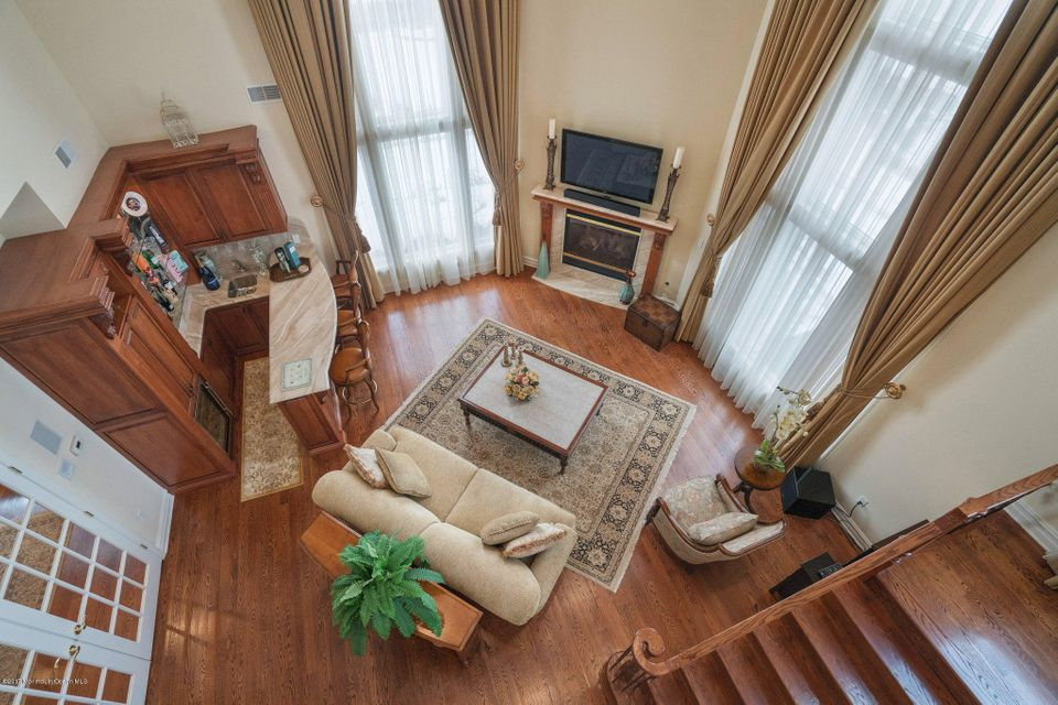 Additional photo for property listing at 302 Bayview Drive  摩根维尔, 新泽西州 07751 美国