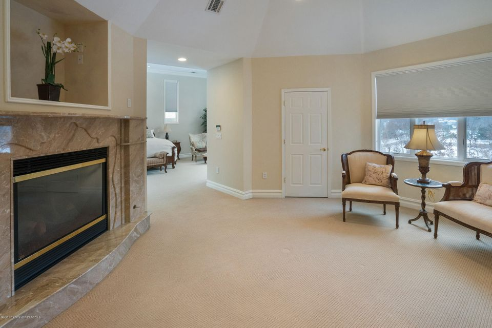 Additional photo for property listing at 302 Bayview Drive  Morganville, New Jersey 07751 États-Unis