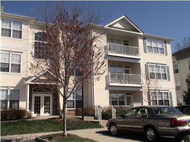 Appartement en copropriété pour l à louer à 378 Saint Andrews Place Manalapan, New Jersey 07726 États-Unis