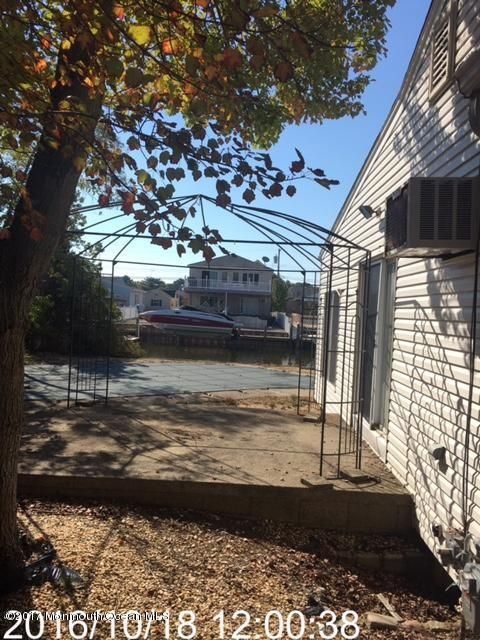Additional photo for property listing at 131 Jib Circle  Brick, New Jersey 08723 United States