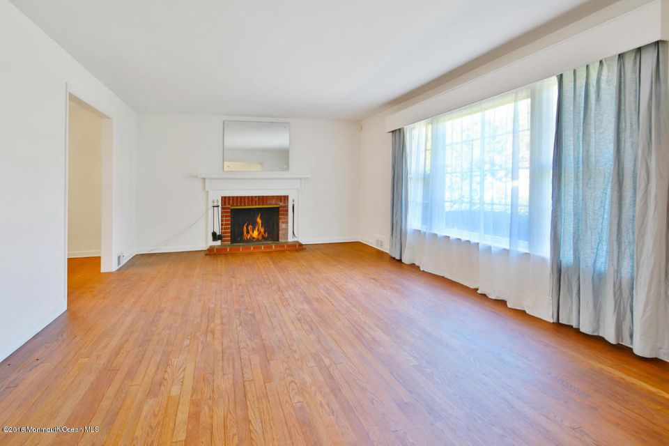 Additional photo for property listing at 640 Prospect Avenue  Little Silver, New Jersey 07739 États-Unis