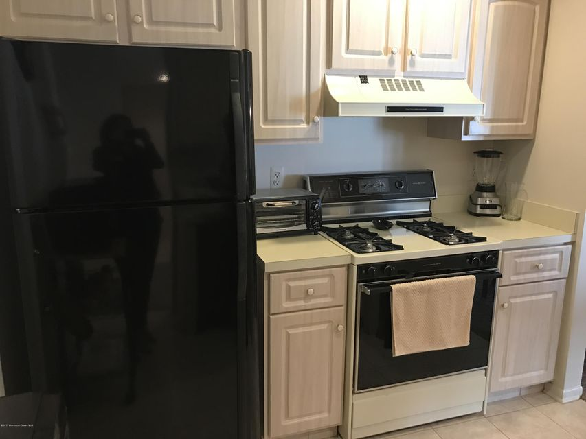 Additional photo for property listing at 213 Ravenswood Road  Englishtown, New Jersey 07726 United States