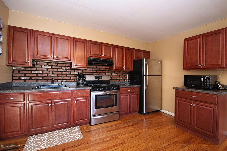 Additional photo for property listing at 136 7th Street  Hazlet, Nueva Jersey 07734 Estados Unidos