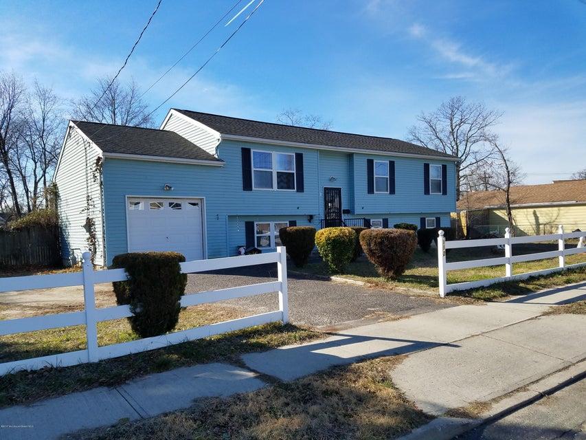 独户住宅 为 销售 在 112 Hibernia Avenue Lakehurst, 新泽西州 08733 美国