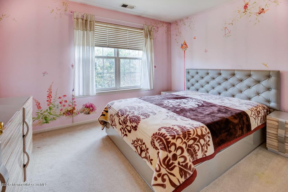 Additional photo for property listing at 16 Inverness Drive  万宝路, 新泽西州 07746 美国