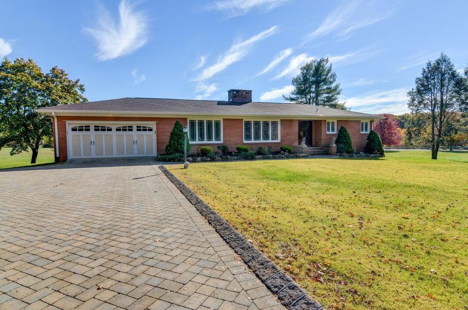 Casa Unifamiliar por un Venta en 64 Middletown Road Holmdel, Nueva Jersey 07733 Estados Unidos
