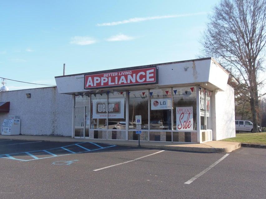 Commercial pour l Vente à 675 Highway 33 675 Highway 33 Perrineville, New Jersey 08535 États-Unis